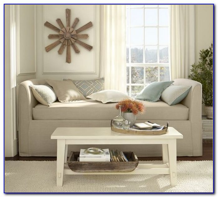 Decorating Living Room With Daybed