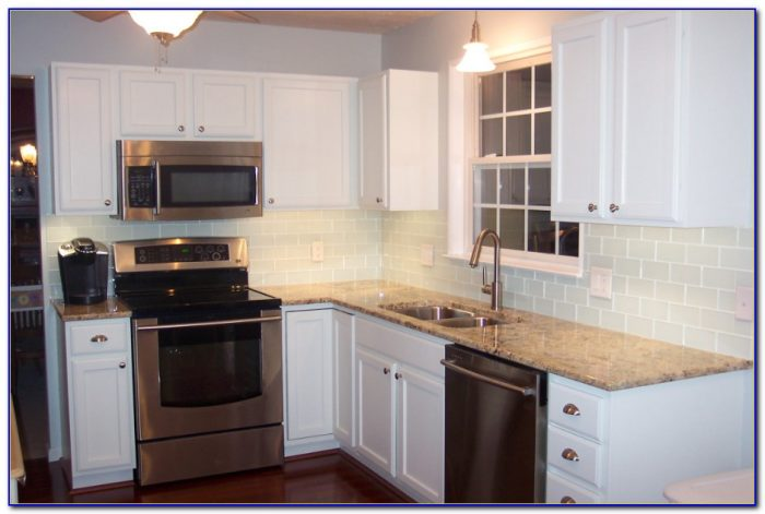 Modern Kitchen Subway Tile Backsplash