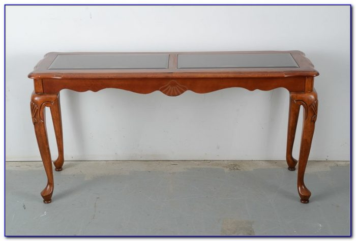 Queen Anne Couch Table