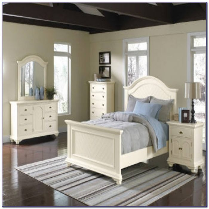Thomasville Queen Anne Bedroom Set