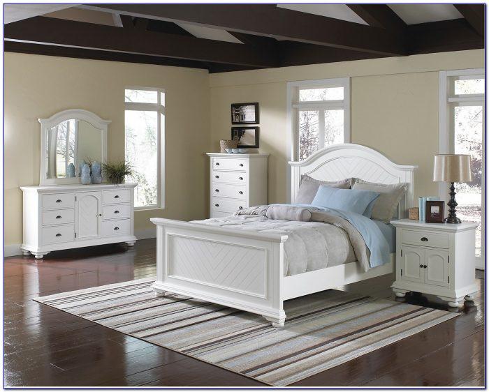 Queen White Wicker Bedroom Set