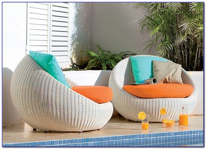 Comfortable Lounge Chairs For Small Spaces