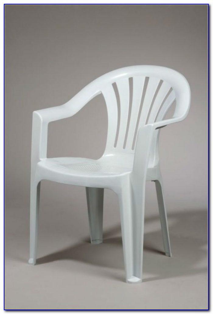 Clean White Plastic Lawn Chairs