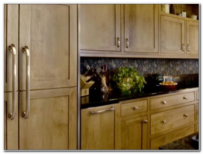 Choosing Knobs And Pulls For Kitchen Cabinets
