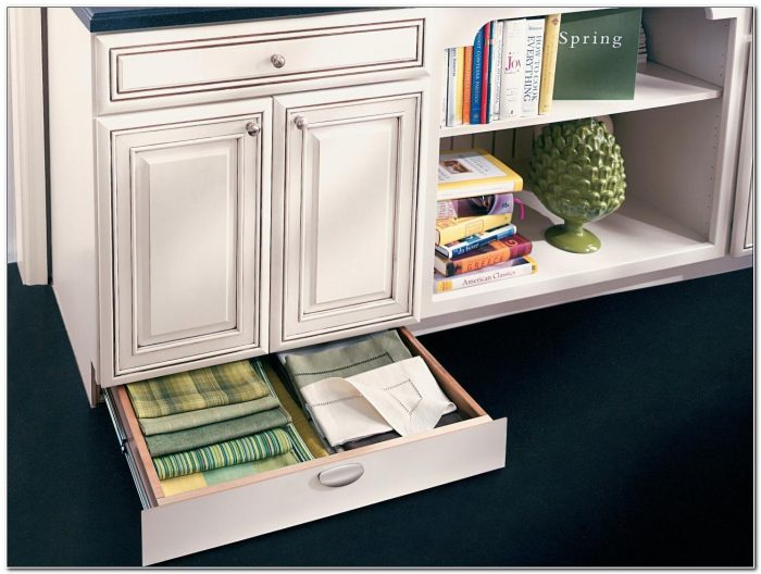 Kitchen Cabinets With Drawers