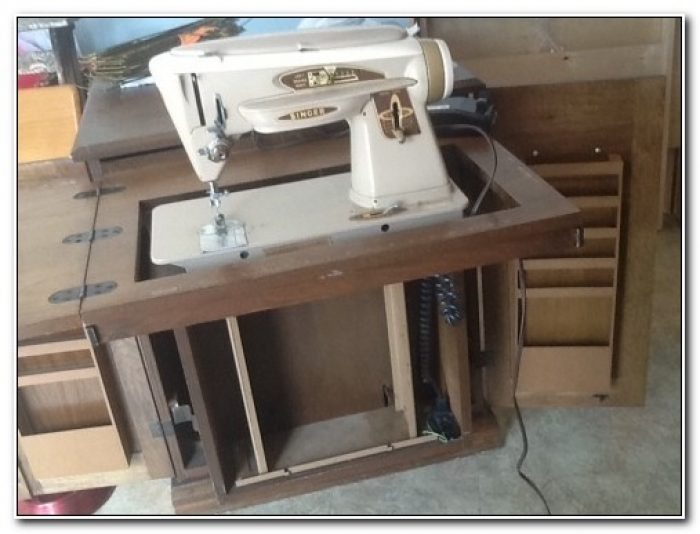 Parsons Sewing Machine Cabinet With Lift