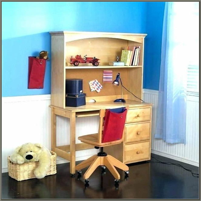 Childrens Desk And Hutch