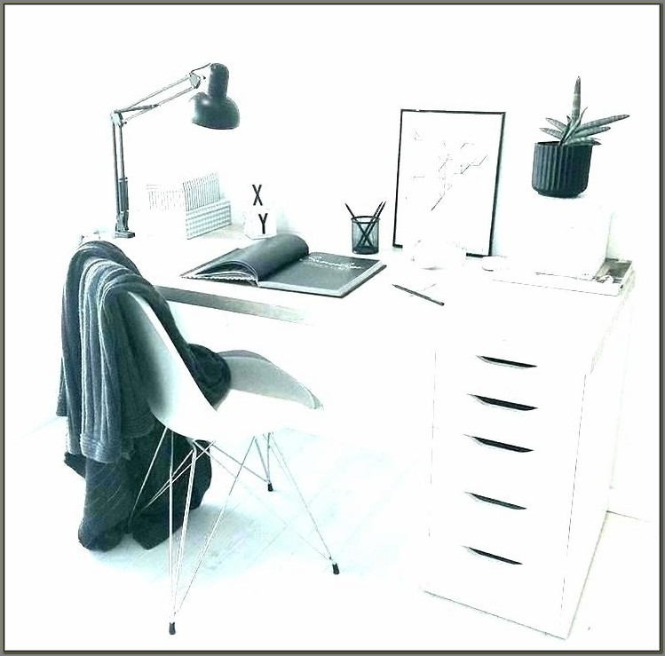 Childrens Desk With Hutch