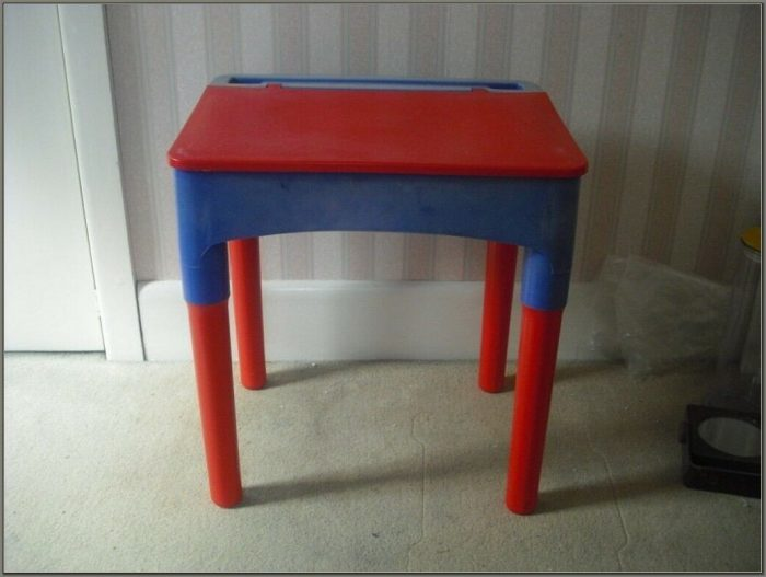 Childs Desk With Lift Up Lid
