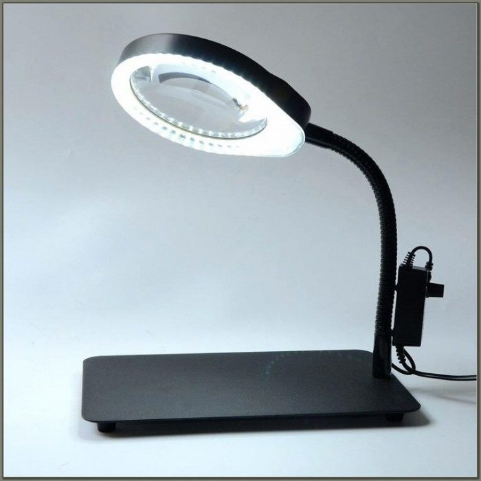 Desk Light With Magnifying Glass