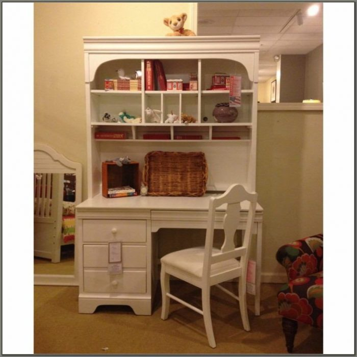 Girls Desk And Hutch