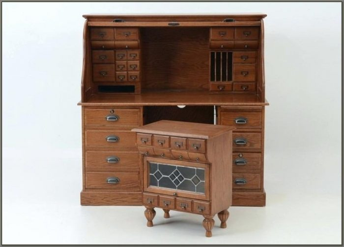 Oak Roll Top Desk With Hutch