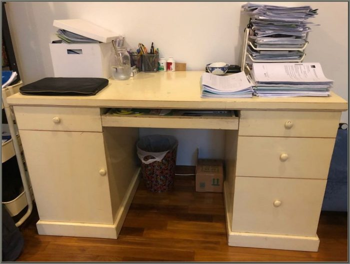 White Wooden Desk With Drawers