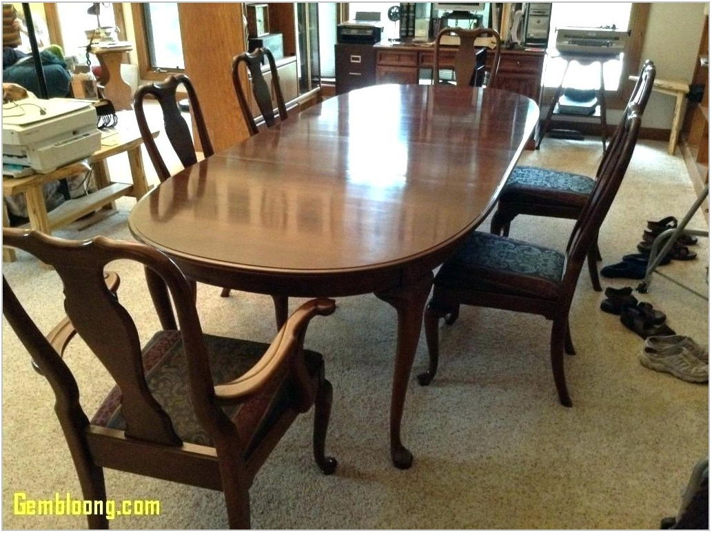 Colonial Dining Room Sets