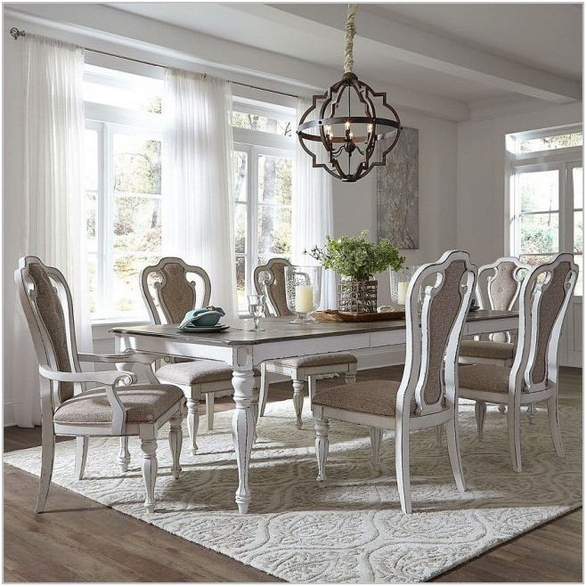 Liberty Furniture Magnolia Manor Dining Room